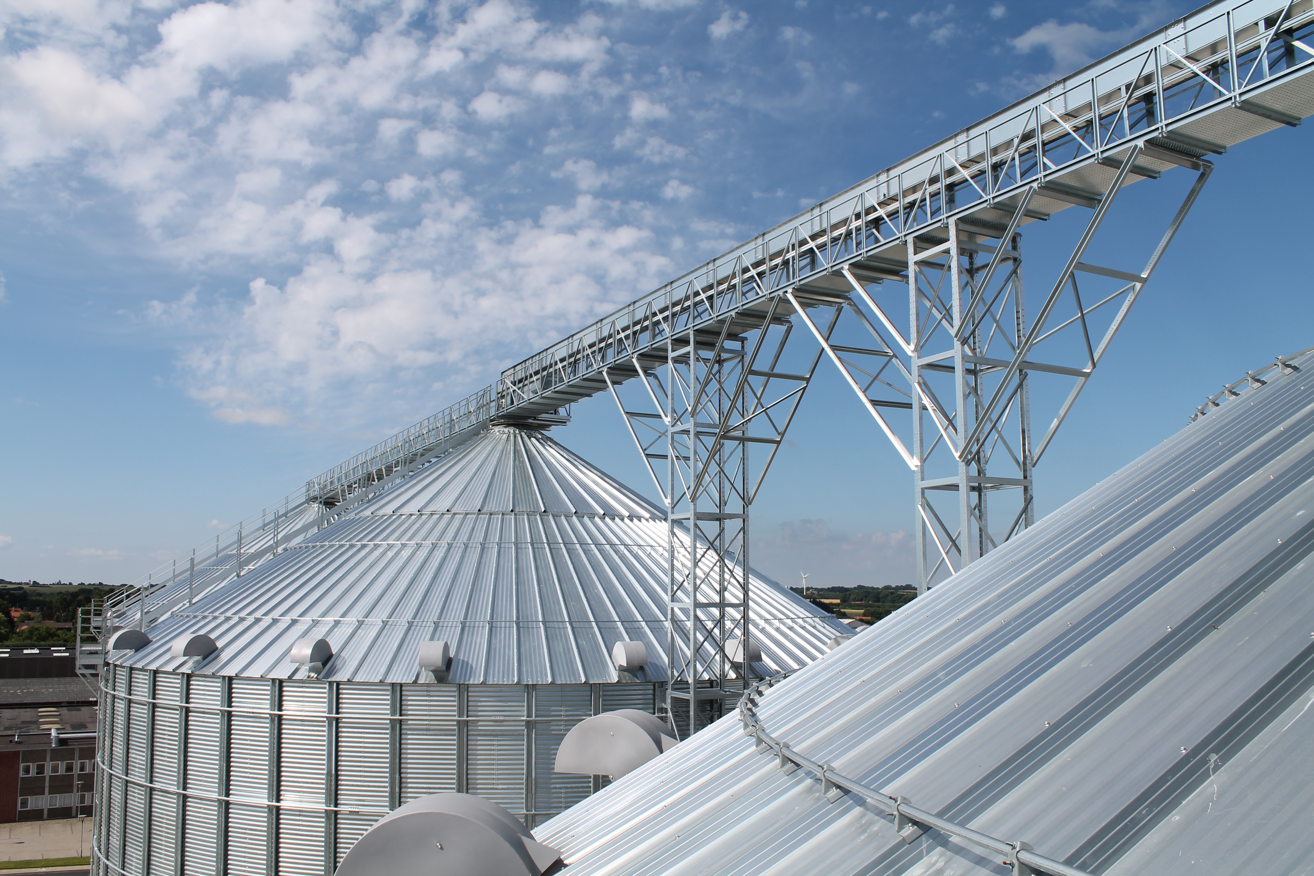 Grain Cleaning and Conveyor Systems - Sukup EU